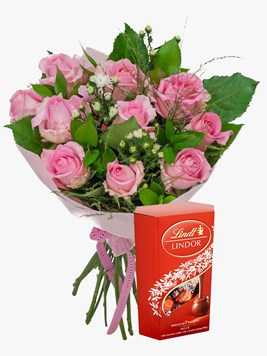 Bouquets: Pretty Pink Rose Bouquet with Lindt Lindor